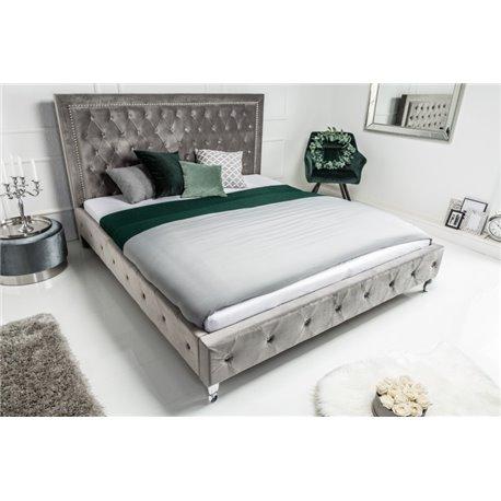 Extravagantná posteľ 180 x 200 cm strieborná