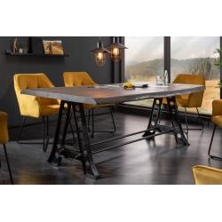 Masívny jedálenský stôl v industriálnom štýle Jedálenský stôl je kľúčovým prvkom modernej jedálne. Precízna ručná práca sa odráž